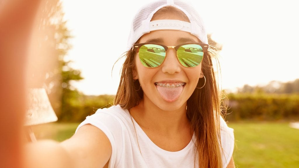 teen girls sticking your tongue out